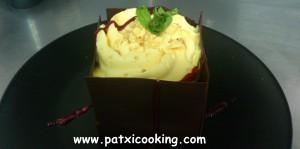 Mousse de calabaza encuadrada en láminas chocolate con coulis de frambuesa I